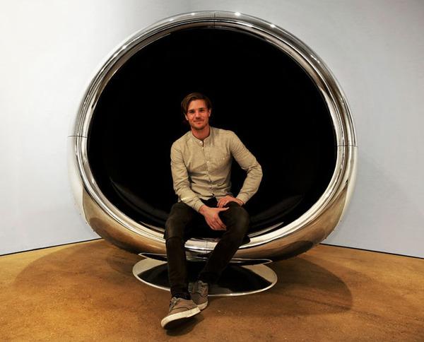 ボーイング737のエンジンをリサイクルして作った椅子 (3)