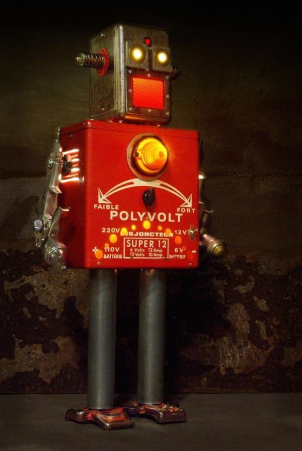 イルミネーションが光るレトロなロボット彫刻 10