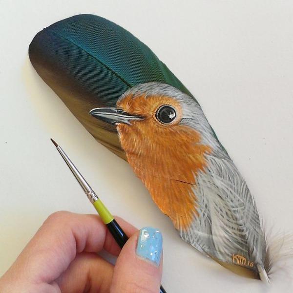 七面鳥やインコの羽に描く動物達のアクリル絵画 (1)