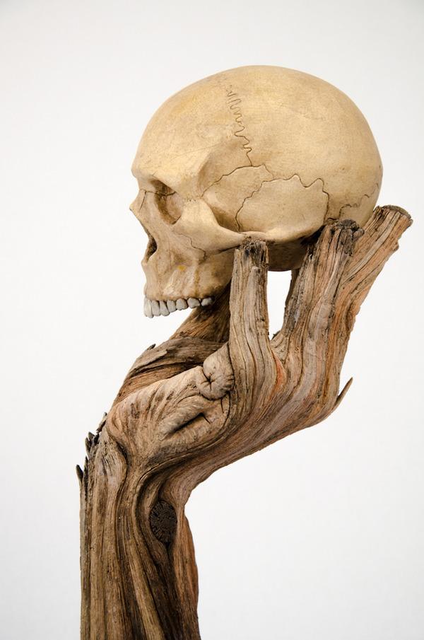 木材の彫刻のように見えるセラミック彫刻 (33)