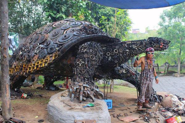 巨大な亀の彫刻
