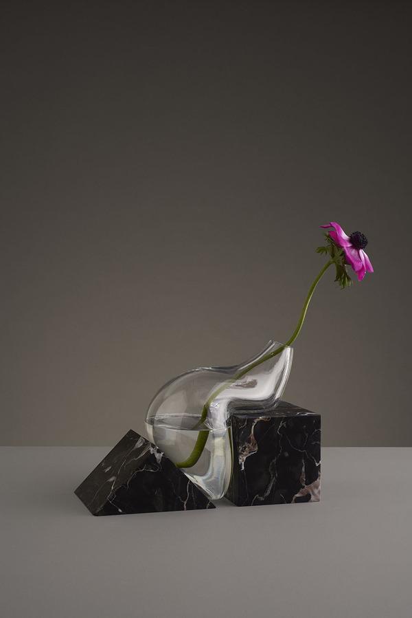 ニュルっとしている。柔らかそうなガラスの花瓶アート (6)