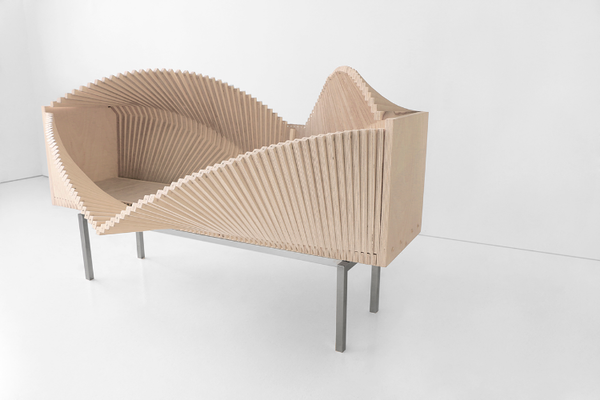 変幻自在!波の様にうねるキャビネット。斬新な家具デザイン