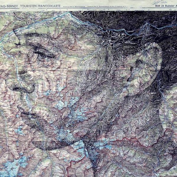 地図をキャンバスにして描く印象的な肖像画 (8)