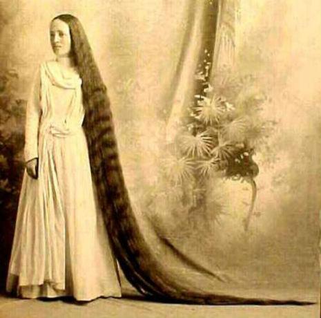 昔の人は髪の毛が超長い!ビクトリア朝の女性の白黒写真 (11)