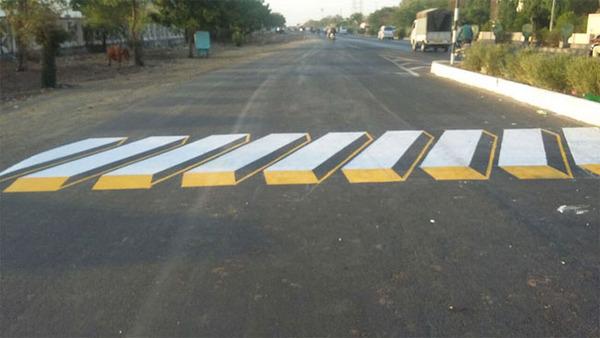3Dペイントが施されたインドの横断歩道 (2)