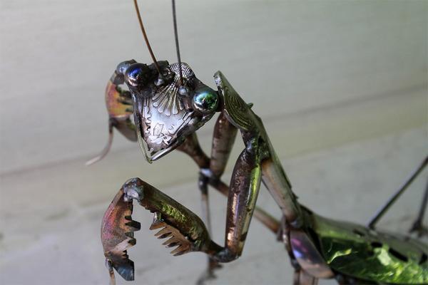 スクラップ金属から作られた鳥や蝶などの金属彫刻 (4)