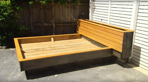限りなくナチュラル!裏庭に設置する草のベッド (5)