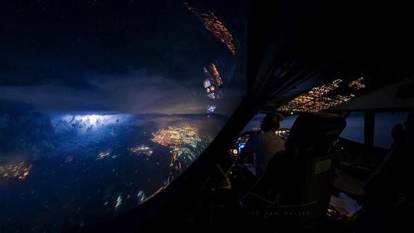 コックピットから撮影された壮大な空の写真 (15)