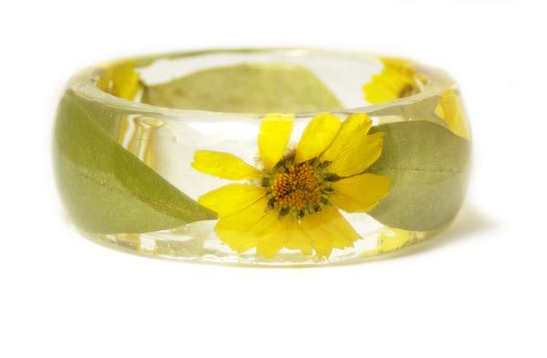 透明な樹脂に花や植物を詰め込んだハンドメイドアクセサリー_ (4)