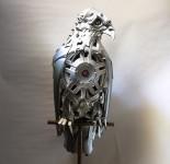 車の金属部品でメタリックな動物彫刻!ホイールキャップを再利用