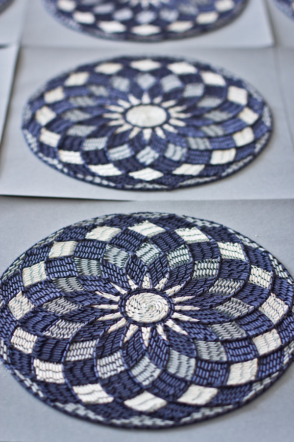 紙のカーペット!丸めて切った紙で繊細な模様を作るアート (3)