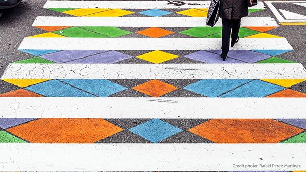 横断歩道がカラフルにペイントされたスペインの首都マドリード (5)