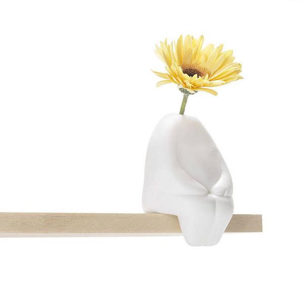一輪の花を飾るための人型花瓶『フラワーマン』 (1)