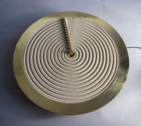 禅の庭にインスピレーションを受けて製作された「砂の時計」 (5)