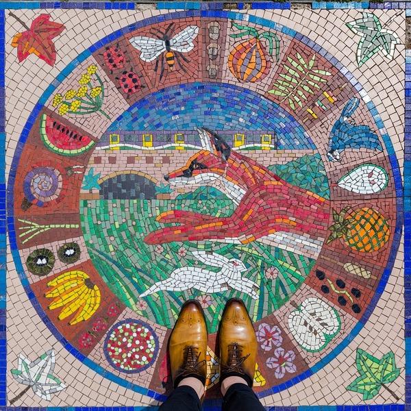 カラフルで多様なロンドンの床の写真シリーズ (11)