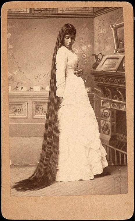 昔の人は髪の毛が超長い!ビクトリア朝の女性の白黒写真 (5)