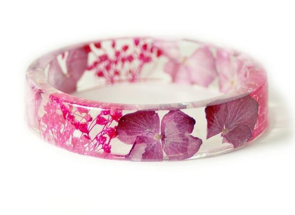 透明な樹脂に花や植物を詰め込んだハンドメイドアクセサリー (8)