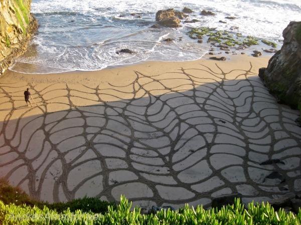 砂浜に描く絵画アート 8