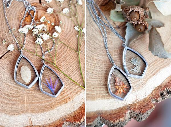 花びらや葉っぱなどの自然が閉じ込められたガラスのネックレス (4)