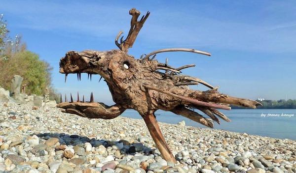 歪な形がゾンビっぽい!ドナウ川の流木で作られた彫刻作品 (12)