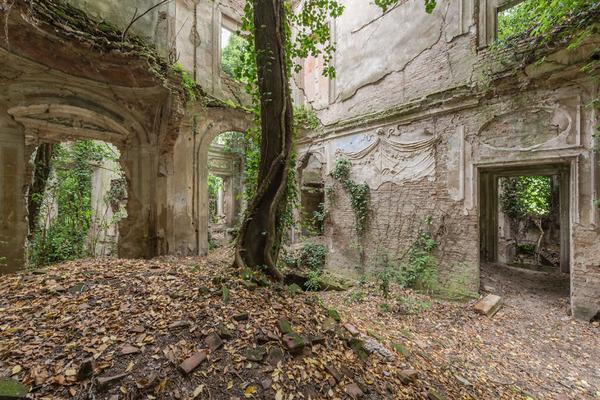 廃墟画像の不思議な魅力。放棄されたヨーロッパの建物 (19)