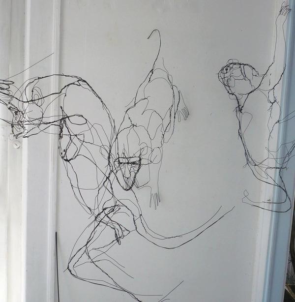 クロッキーみたい!ワイヤーをねじって描写される動物彫刻 (8)