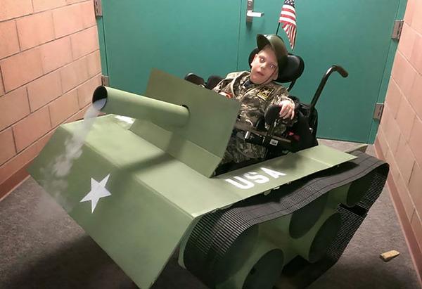 #6 ハロウィンのために車椅子を仮装