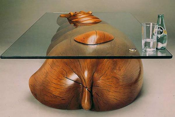 動物が水面にプカッと浮いてくるようなガラス製テーブル (1)