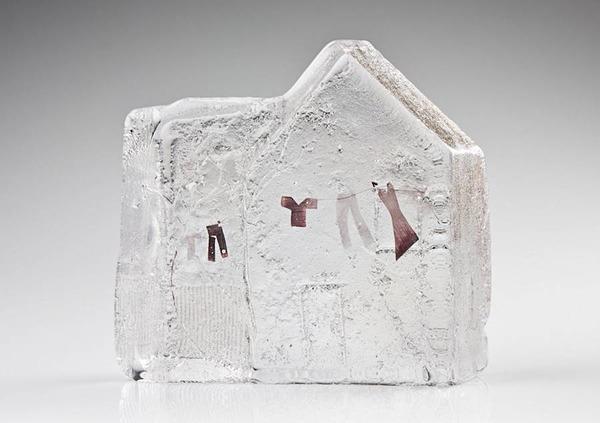 ガラスの中のミニチュア。氷に閉じ込められたような凍結世界 (3)