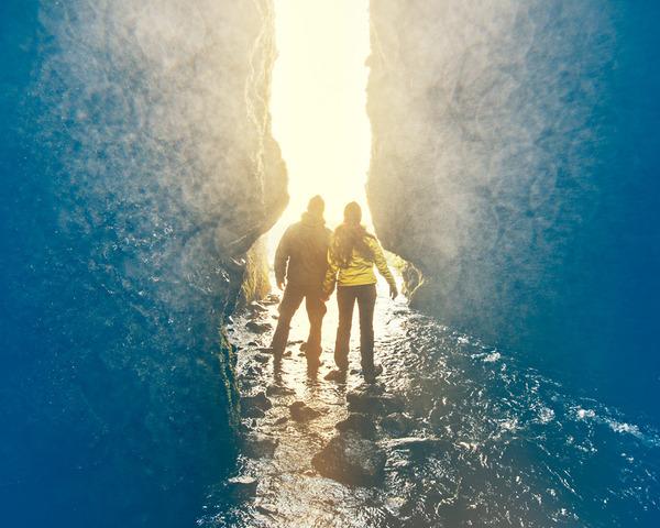 伝統的な結婚式を挙げずにアイスランドを旅したカップル (8)