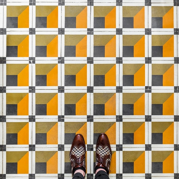 カラフルで多様なロンドンの床の写真シリーズ (6)