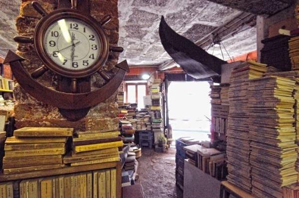 ヴェネツィアにある珍しい書店!『Libreria Acqua Alta』 (4)