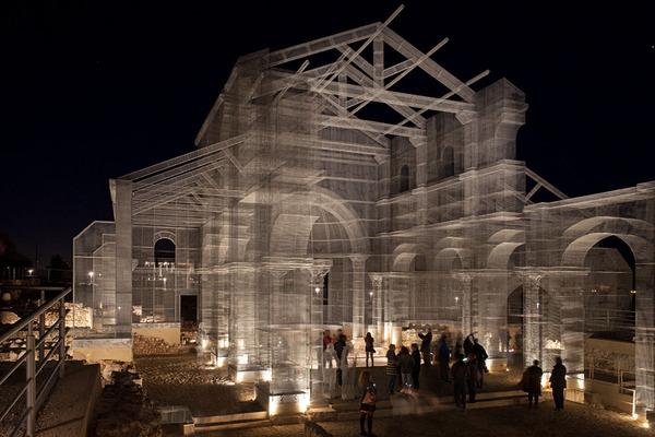 透け透けな教会現る!ワイヤーメッシュ製の建築デザイン (14)