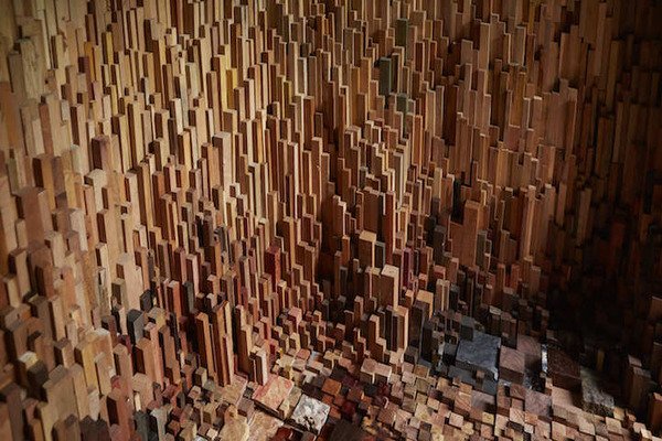 まるで異空間…!膨大な数の木片で構成された秘密の隠れ家 (11)