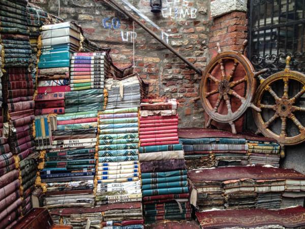 ヴェネツィアにある珍しい書店!『Libreria Acqua Alta』 (2)