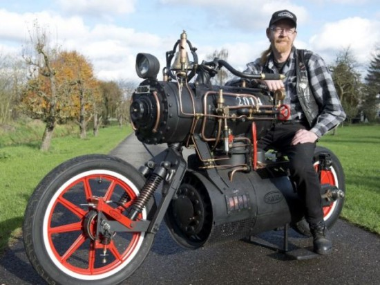 蒸気機関で走るバイク