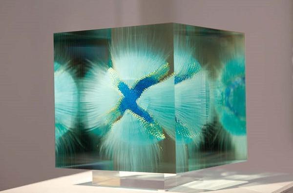 ガラスの中に絵を描く!層状に重ねられたガラス細工 (7)
