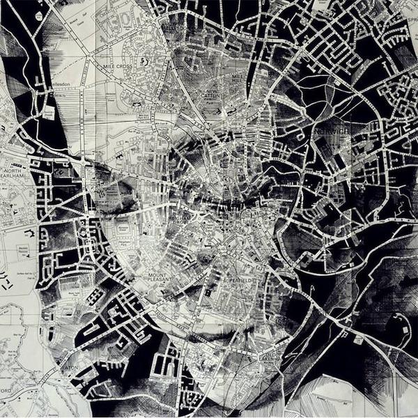 地図をキャンバスにして描く印象的な肖像画 (6)