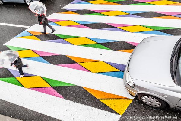 横断歩道がカラフルにペイントされたスペインの首都マドリード (8)