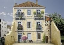 本物の生活空間があるみたい。建物の壁に建物を描く壁画