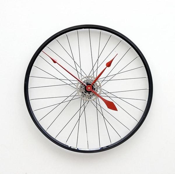 14 自転車の車輪がスタイリッシュな時計に