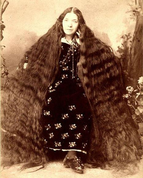 昔の人は髪の毛が超長い!ビクトリア朝の女性の白黒写真 (4)