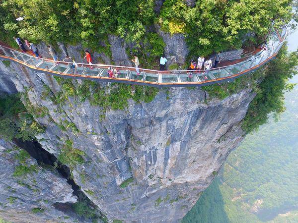 中国の天門山!もはやホラー…。恐怖と絶景を同時に楽しめる橋 (3)