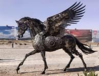 スチームパンク!屑鉄や廃材金属から作られた動物の彫刻、ペガサス他