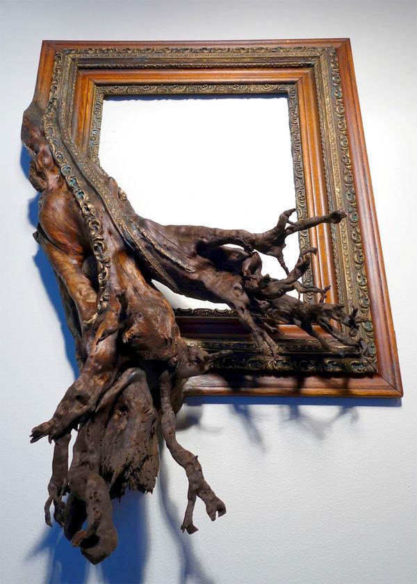 ねじれた木の形を生かしたヴィンテージで華やかな額縁 (1)