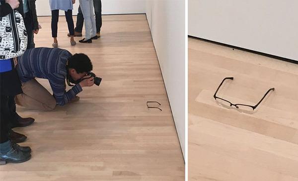 奥が深すぎるアートの世界。誰かが置いた眼鏡を展示物と勘違い! (5)
