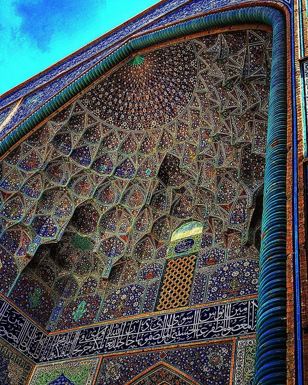 万華鏡のような美しさ。イランのモスクの建築美 (7)