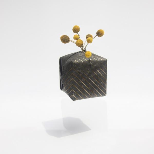 『O2 VASE』折り紙の紙風船みたいに膨らませる可愛い花瓶 (8)
