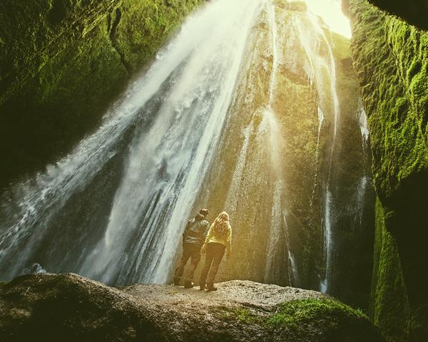 伝統的な結婚式を挙げずにアイスランドを旅したカップル (1)